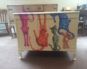 Bedding/Toy/Cat Box hand painted vintage storage chest