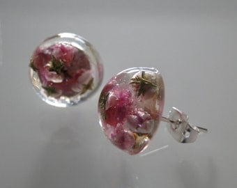 Studs with real dried flowers