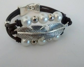 Featherweight leather bracelet and pearls
