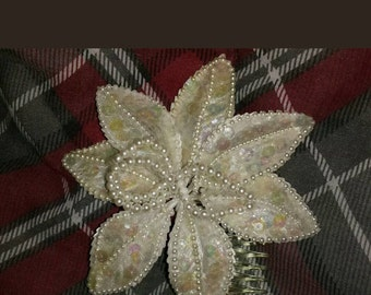 Lovely vintage bridal  flower hair comb fascinator piece