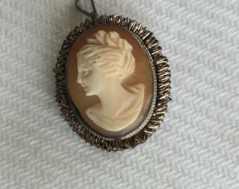 Vintage cameo brooch / pendant with chain