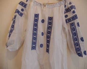 Beautiful Transylvanian bohemian Vintage embroidered peasant blouse