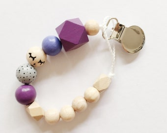 Sleepy eyes > hand-painted Tutana with geometric wooden beads - purple, lilac, grey