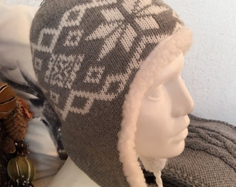 Sheep Wool Hat with pom pom