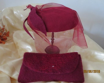 hat a tablet with a veil and a clutch burgundy color