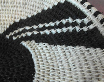 Schöner handgewebter afrikanischer Korb