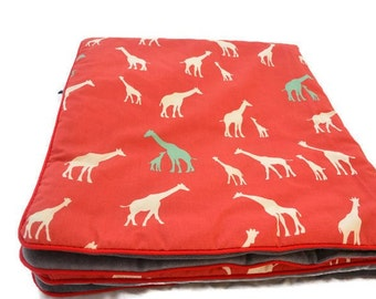 Small baby blanket with giraffe print. Oh! Organic Cotton
