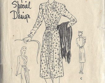 "1940s Vintage VOGUE Sewing Pattern DRESS B32"" (R511) Vogue S-4371"