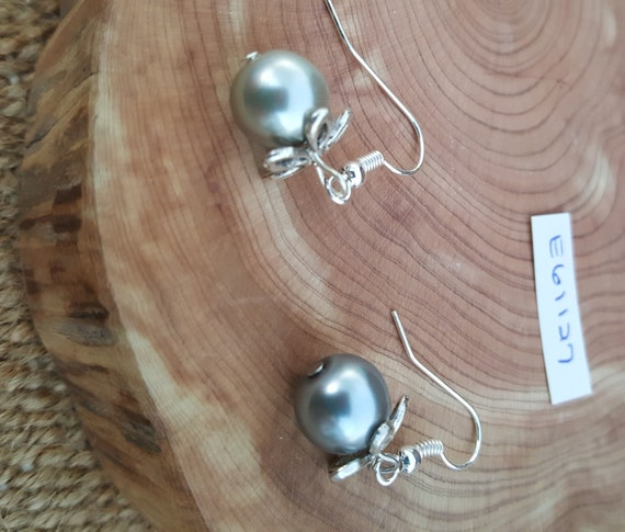 Grey Pearl Earrings / Grey Pearl with Flower Earrings / Dangle Earrings / Hippie Earrings / Boho Jewelry /E61127