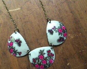 Pink floral and butterfly vintage ton necklace