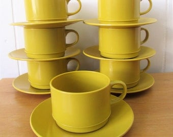 7 vintage mustard yellow melmac cup and saucers