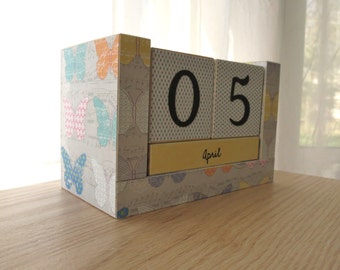 Perpetual Wooden Block Calendar - Pastel and Gray - Artistic Butterflies