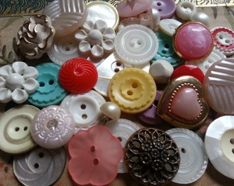 Cottage Chic Buttons ... Pink White Rhinestone... Assorted Pretty Vintage Buttons