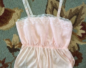 dainty lace. sweet vintage lace trimmed camisole. Size small.