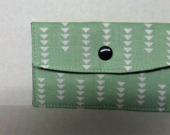 Mini Wallet - Gift Card Holder - Debit Credit Card Case -  Business Card Case  - Snap Closure - White Triangles on Green