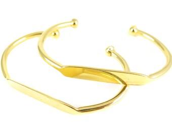 Gold Plated Engraving Cuff Bracelet (J613-C)