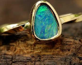 Australian opal ring in green mint of blue,light blue and green fire with 18k gold twist band