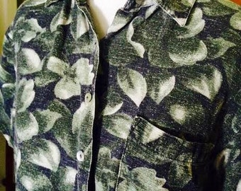 1980's vintage hawaiian print short sleeved button up. womens size M