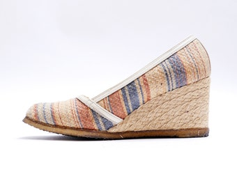 Vintage 1970s Canvas Woven Shoes// 70s Woven Straw Wedge Autumn Fall Spring Shoes// Closed Toe// 8Asize