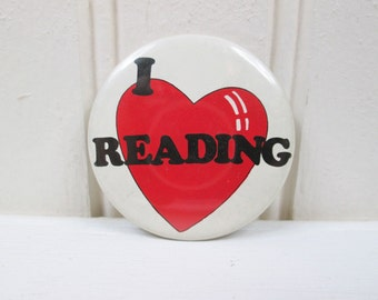 Vintage 80's I Love Reading Pinback Button Heart School Books Pin 1981 Round Retro