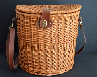 Chic Picnic Basket for 2 {Wicker Picnic Basket with with Cutlery, Glasses}