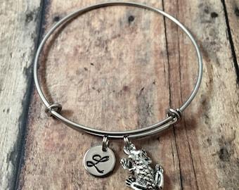 Frog initial bangle - frog jewelry, amphibian jewelry, frog bangle, toad bracelet, silver frog bracelet, bullfrog jewelry, amphibian bangle