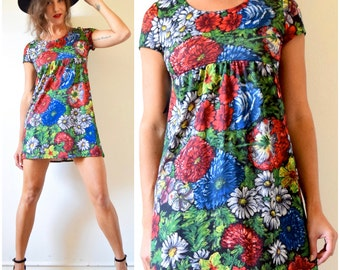 SUMMER SALE/ 30% off Vintage 70s Floral Print Babydoll Mini Dress (size small, medium)
