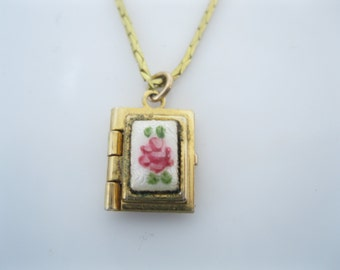 Vintage tiny gold enamel locket