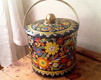 Large Vintage cookie tin by Daher Made in England