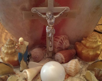 Vintage Mid Century Sea Shell Jesus Crucifix Madonna  Child Christmas & Easter Lamp