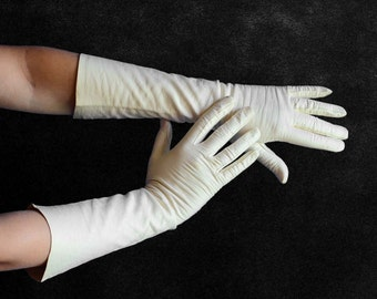 Vintage Kid Leather Gloves in Ivory - Size 6.5