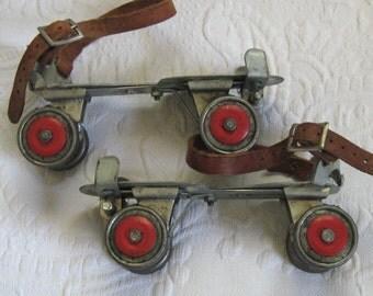 roller skates . vintage roller skate . Union Hardware Company .  50s roller skates . adjustable roller skates
