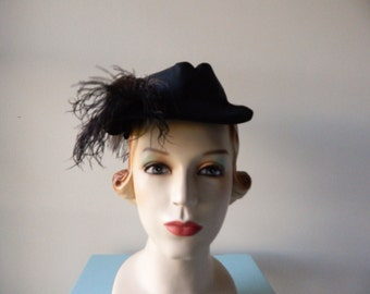 Vintage 50s chin strap feather hat ( adjustable )