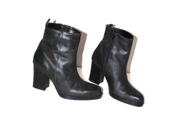 90s black leather platform boots minimalist pointy toe block heel booties size 7