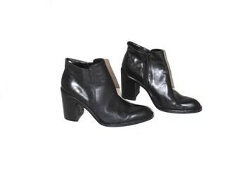 pointy toe black leather platform boots 90s vintage minimalist platforms size 8.5