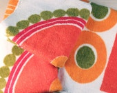 Vintage Wamsutta Heritage towel set with orange, red and gold mod abstract design.