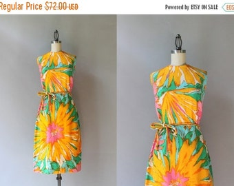 STOREWIDE SALE 1960s Dress / Vintage 60s Floral Burst Fitted Dress / 1960s Oversized Floral Cotton Dress