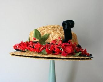 1940s Straw Hat / Vintage 40s Red Rose Trimmed Hat / 1950s Floral Straw Hat