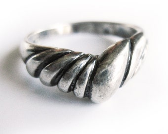 Vintage Sterling Silver Ring in an Asymmetrical Design / Vintage Silver Band / Gift for Her / Boho Chic / Hippie Chic / Size 7 Ring