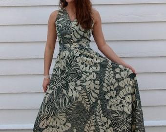 JULY SALE Vintage Gilded Fern 70's Maxi Dress // Green & Gold Batik-Print Sundress // S