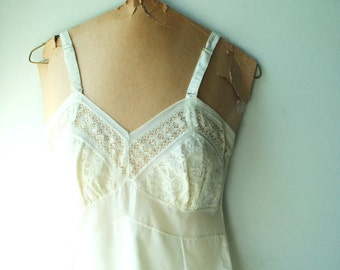 Wedding vintage 50s white cotton blend slip dress with a lot of lace and ruffle. Size 32.