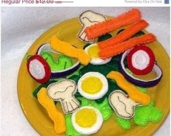 CHRISTMAS in JULY SALE Play food, pretend food felt food salad Salad 22 Piece Set