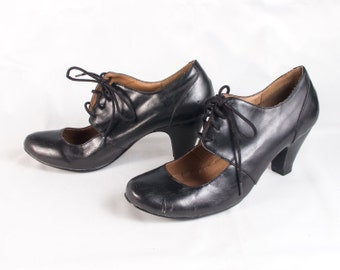 VTG 90's Witchy Black Pleather High Heels size 7 Womens Pumps Lace Up Mary Janes Vegan Nine West