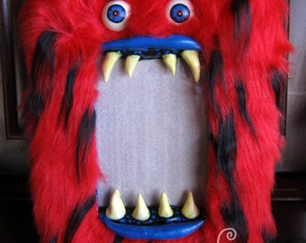 """MONSTER! Bright Red Furry Big Mouth Picture Frame! - Holds 4""""x6"""" photo in it's mouth. Creepy furry cute sharp toothed creature!"""