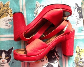 70's Rossi Poppy red nubuck platform sandals 7N