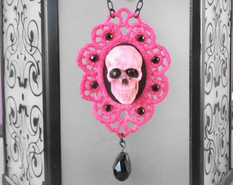 Skull Lace Motif Necklace Pink
