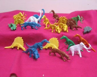 Vintage Lot of 22 Plastic Dinosaurs Hong Kong Prehistoric Animals Play Set