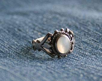 Vintage Sterling Mother Of Pearl Ring Size 7.5 Boho Art Nouveau Style