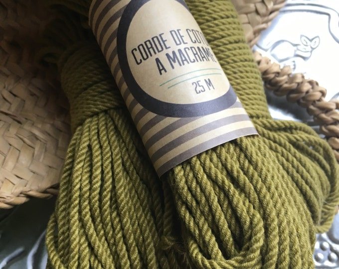 Skein ( 82 ft)  of cotton cord for macrame , diameter 3mm ( 9 ga), made in france GREEN KHAKI