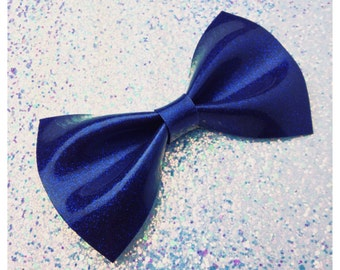 PinUp Bow Rockabilly Bow Navy Blue Glitter Vinyl Hair Bow Large Pinup Hair Bow Glitter Bow vinyl bow Rockabilly Wedding Sparkle Vinyl